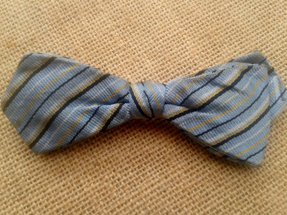 50's Ormond N.Y.C Men's Silk Bowtie on Clip Blue with Black and Yellow Stripes Men's New York Fashion #sophieladydeparis