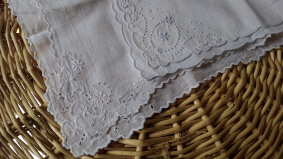 2 Vintage White Handkerchiefs Scalloped Hand Embroidered Flowers Vintage French Tissues #sophieladydeparis