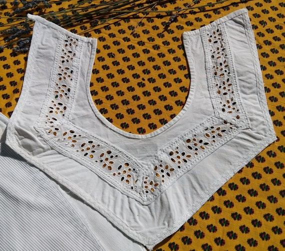Antique Collar French Eyelet Lace Collar Semi Circle Neckline White Cotton Sewing Project #sophieladydeparis