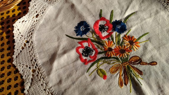 Hemp Doily Vintage French Table Center Off White Floral Bouquet Hand Embroidered Noun Daisy Poppy Lace Trim #sophieladydeparis