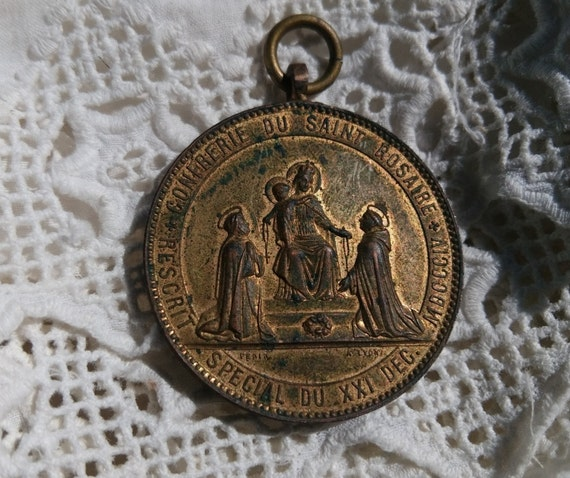 French medal Victorian 1869 Medal Penin Lyon Confraternity Saint Rosary Our Lady St Catherine St Dominic Verdigris Gilded #sophieladydeparis