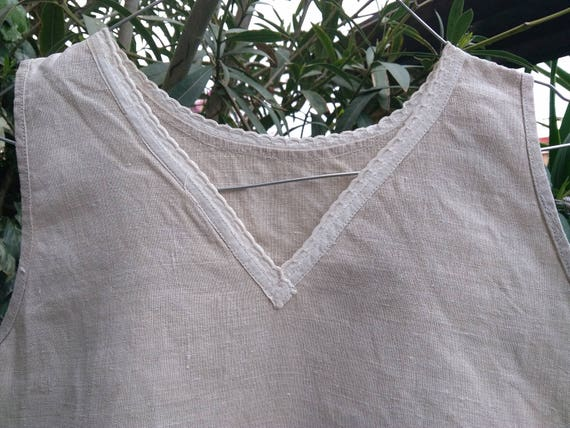 Rustic Gray Linen Dress V Neckline Plain White Lace Trim Antique French Rustic Farmer Nightgown Medium  #sophieladydeparis