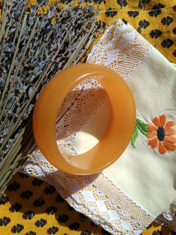Chunky Bangle Art Deco Honey French Bakelite Bracelet #sophieladydeparis