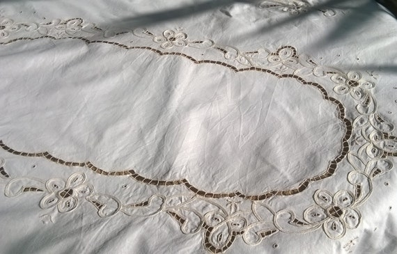 Vintage Tablecloth Off White French Linen Scalloped Lace Cut Work Cotton 6 / 8 persons Tablecloth #sophieladydeparis