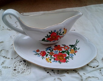 GIEN White French Porcelain Gravy Boat Matching Dish Set Orange Kitsch Floral Decor Gilded #sophieladydeparis