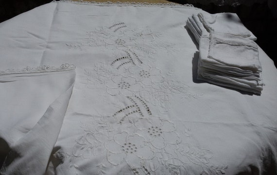 Tablecloth & 12 Napkins White French Linen Matching Napkins Floral Embroideries Handmade 10/12 pers #sophieladydeparis