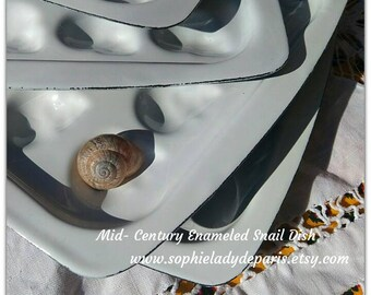 4 Mid - Century Snail Plate Dishes French White Enameled Metal #sophieladydeparis