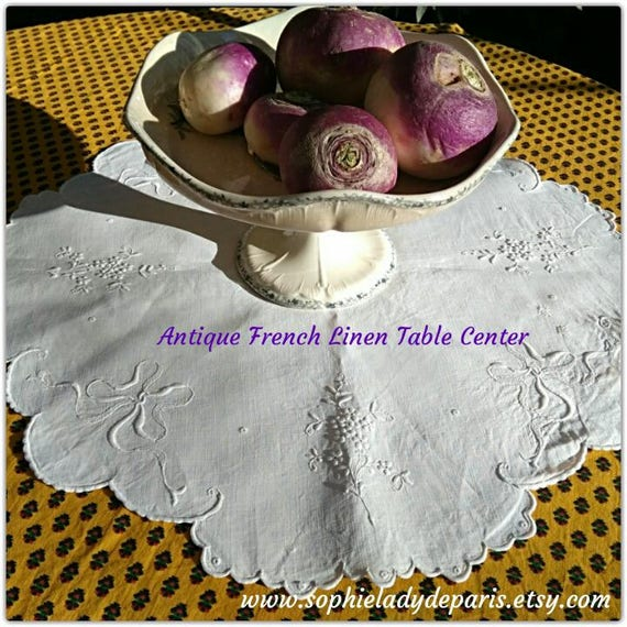 French Table Center Scalloped Antique White Linen Floral Hand Embroidered #sophieladydeparis