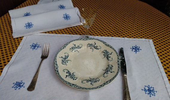 3 Placemats White French Linen Handmade Unused Blue Hand Embroidered #sophieladydeparis