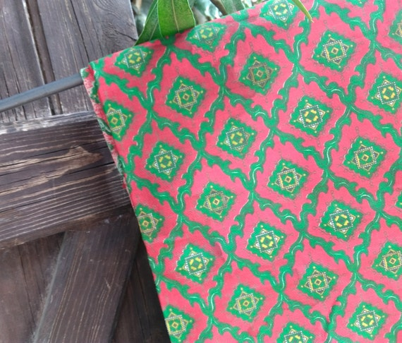 Provence Fabric Vintage Red & Green Provence Fabric NOS French Home Decor Cotton Fabric Sewing Project #sophieladydeparis