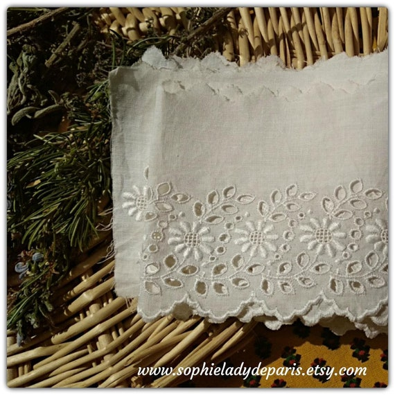 Antique Eyelet Lace Floral Embroidered French Scalloped White Cotton Lace Haberdashery Sewing project Tier Shelf Edging  #sophieladydeparis