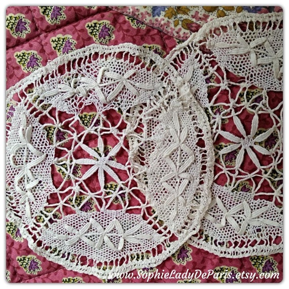 2 Antique Round Lace Doily Applique Collectible Haberdashery Small White French Cotton Bobbin Lace #sophieladydeparis