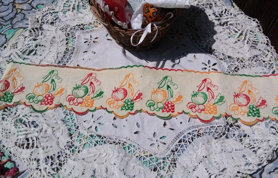 Shelf Edging Vintage Vegetable French Kitchen Home Decor Linen Off White Green Orange Red Bean Mushroom Pumpkin Radish  #sophieladydeparis