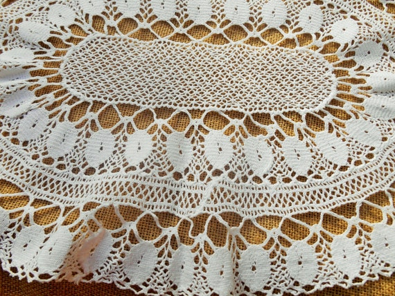 Vintage Doily French White Lace Oval Crocheted Table Center #sophieladydepâris