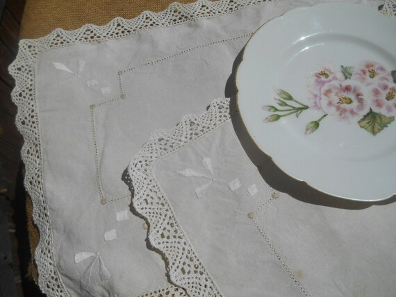 2 Victorian French Linen Place mats Handmade Off White Hand Embroidered #sophieladydeparis