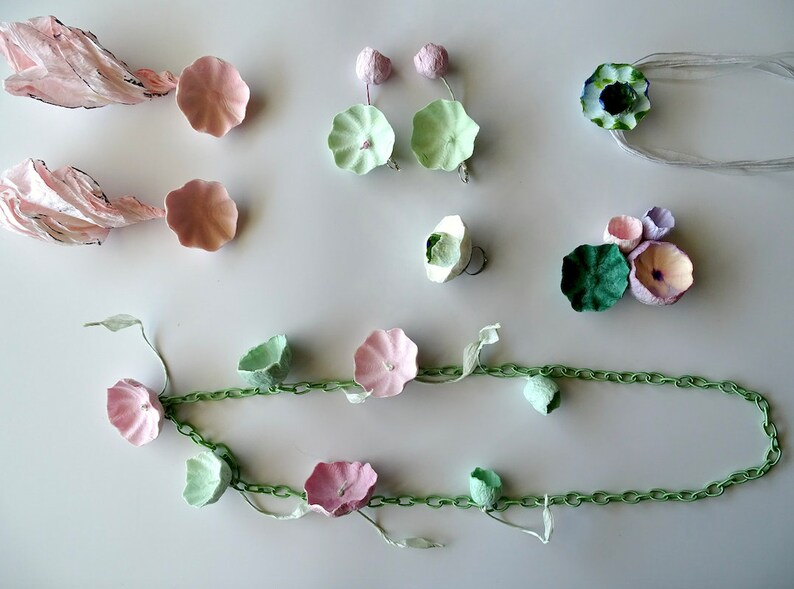 60/% OFF Special Price Paper Jewelry: 2 floral Necklaces Jewelry Gift Ideas ! 2 Earrings +1 paper ring 1 brooch