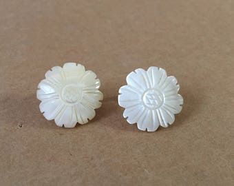 Mother Of Pearl Earrings, Vintage Shell Clipons, Small Flower Earrings, White Shell Earrings, MOP Clipons, Carved Shell Earrings