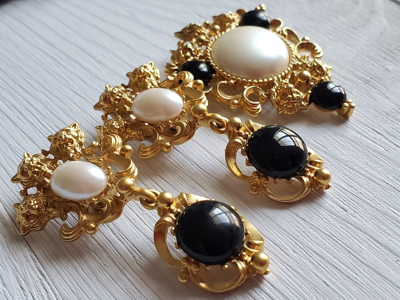 Baroque Style Jewelry Set Gold-toned Lion Heads White Faux Pearl 1992 Retro Vintage Stamped Avon Earrings and BroochPin Set Black