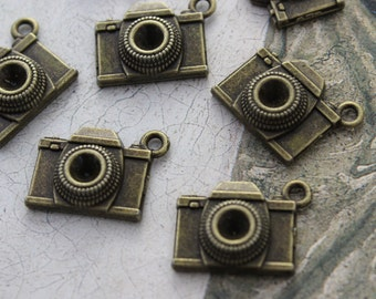10 Camera Charms Camera Pendants Antiqued Bronze Tone 15 x 18mm
