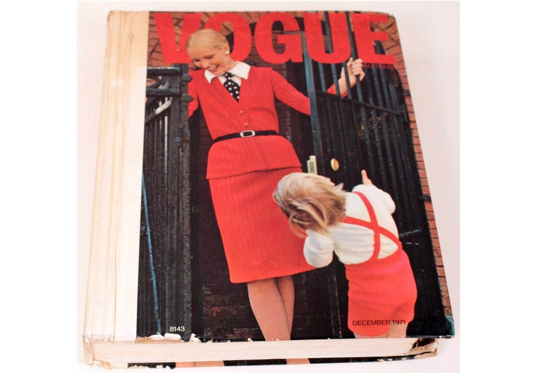 70's Vintage Vogue Pattern Retail Counter Book Catalogue image 0
