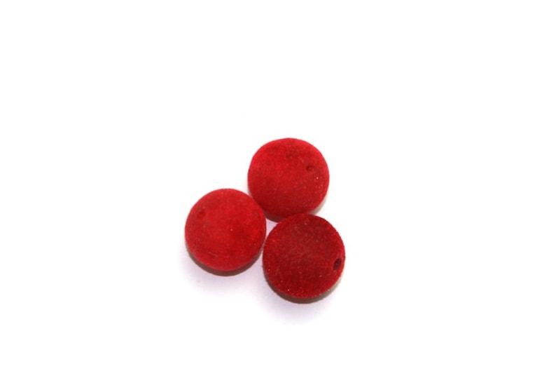 3 pieces 18mm plastic beads flocked red AV113