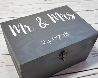 Personalised Mr & Mrs Wooden box - Wooden Wedding box - Memory Box With Lock - Anniversary Gift Idea - Wedding Keepsake Box Gift - Grey box