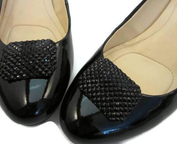 Black and sparkling diamant\u00e8 shoe clips