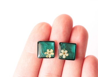 Pressed Flower Jewelry, Pressed Flower Stud Earrings, Botanical Jewelry, Flower Studs, Minimalist Jewelry, Gift for her, Anniversary Gift