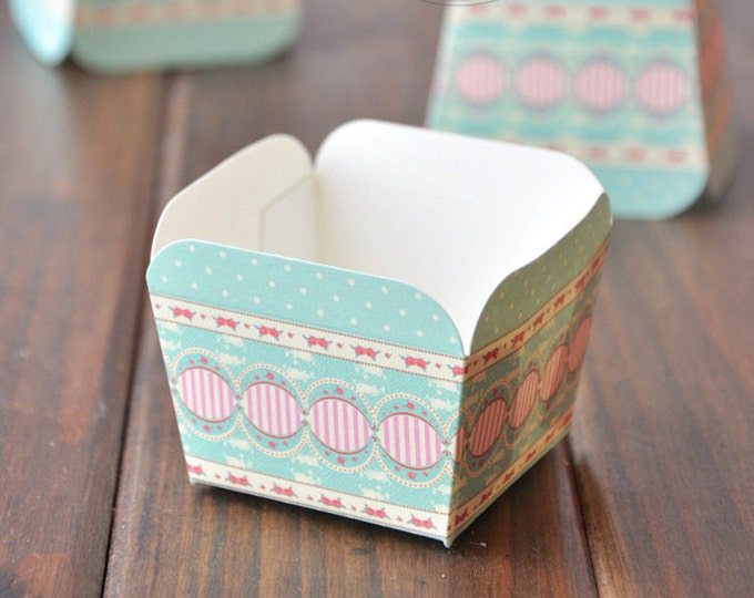 SALE 50 Cupcake Baking Cups - Green Dot Rose Square Muffin Cup - Candy Favor Cup