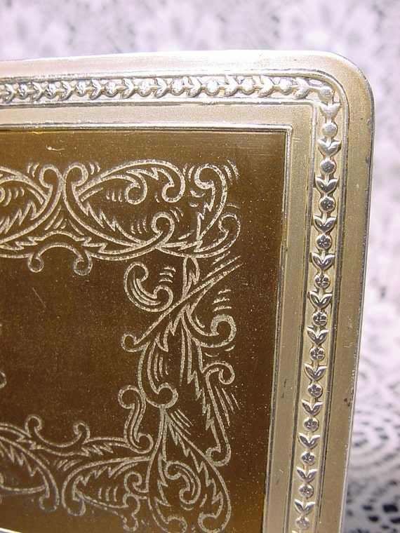 Vintage 1950's Zell Compact Incised Designed Inse… - image 2