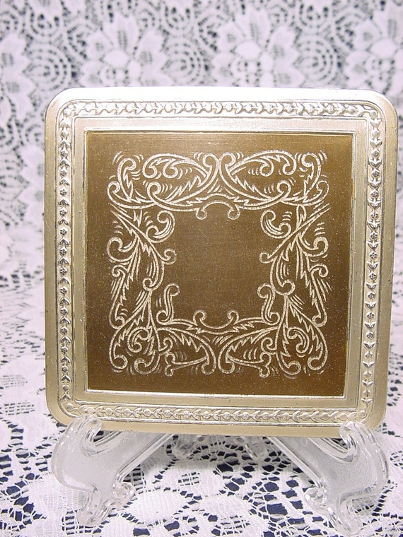 Vintage 1950's Zell Compact Incised Designed Inse… - image 1
