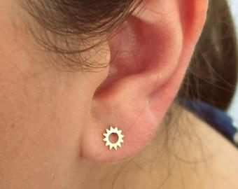 Dainty Sun earrings, sun studs, sun earrings, tiny earrings, minimalist, bridesmaid earrings, gold studs