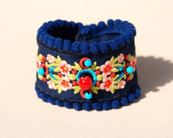 Embroidered cuff Sara, bohemian Spirit