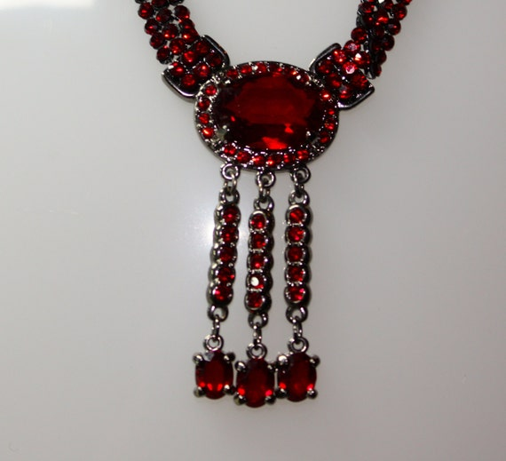VINTAGE SWAROVSKI Victorian Blood Red Choker Necklace 16-1/4""