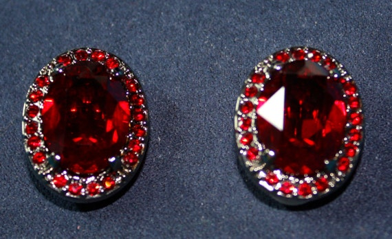 Treasure - VINTAGE Style SWAROVSKI Victorian Blood Red Oval Clip-on Earrings