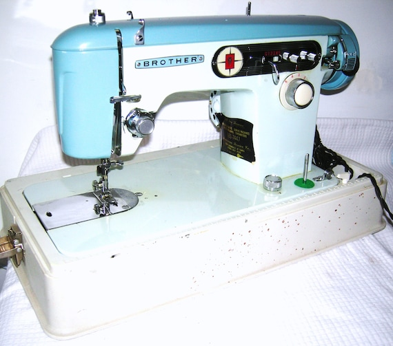 Brother 40 Vintage Japanese Sewing Machine Brother Z 40 Etsy Fascinating Brother Japan Sewing Machine