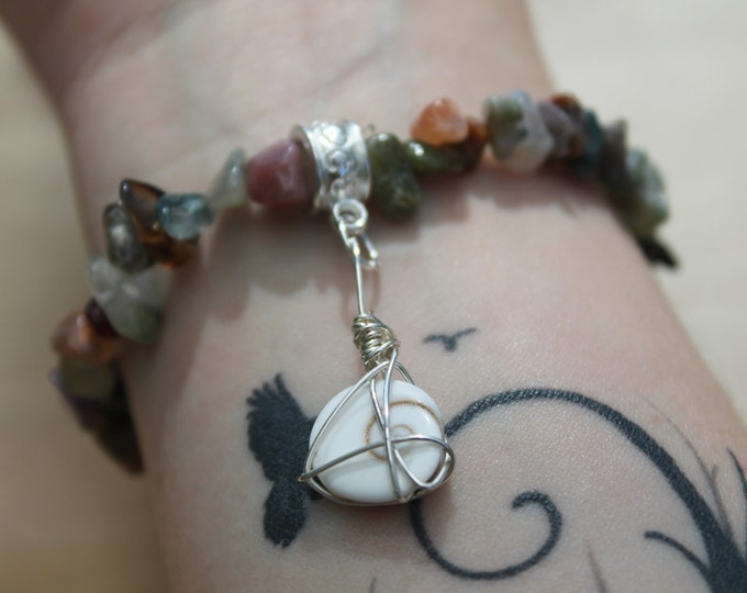 Indian Agate elastic bracelet with wire wrapped Gomati Chakra stone
