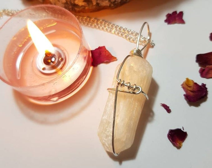 Peach Stilbite necklace - Crystal necklace - Overcome loss - Calming Crystals