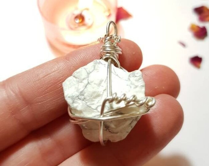 Howlite necklace - Crystal necklace - Bad dreams