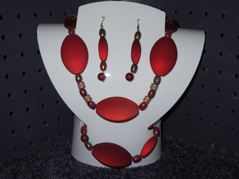 Handmade Jewelry Set RED VELVET Discs and Foil-Lined Glass Beads in Red Green and Gold.