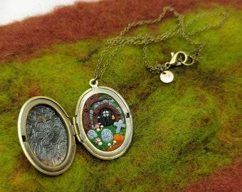Halloween Secret garden locket - Fairy door - Gloomy Mushroom - Graveyard - StefisBoutique