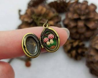 Secret garden locket - Amanita Muscaria - Mushroom - Fly Agaric - StefisBoutique