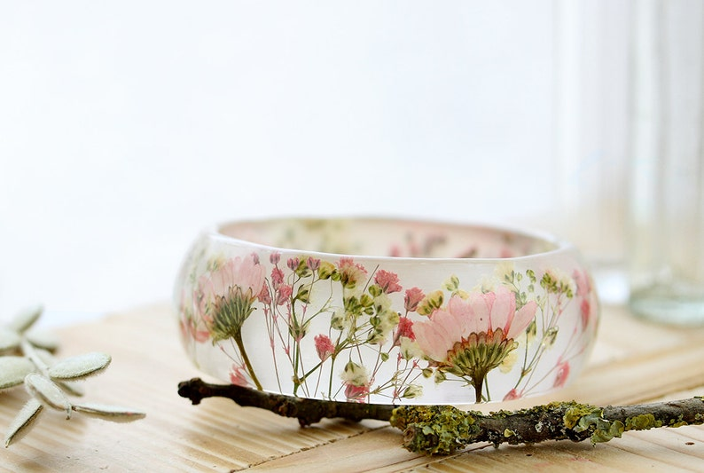 Real Flower Bangle Pink Daisy Bangle Gifts for Her Resin Bangle Gypsophila Jewellery Pink Bracelet Botanical Jewellery