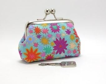 Light blue little kisslock purse /  Naive multicoloured flowers / Orange lining, brass frame