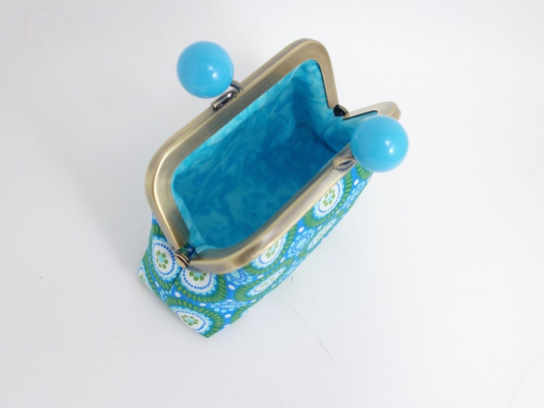 daisies on green frame change purse with funny big blue bobbles Kisslock purse