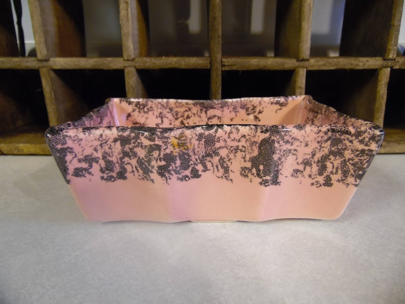 Vintage pottery planter pink and black scalloped edge