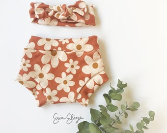 Summer boho baby girl coming home outfit, Retro flowers baby bloomers, Floral baby shorties, Summer baby girl outfit, Newborn summer baby