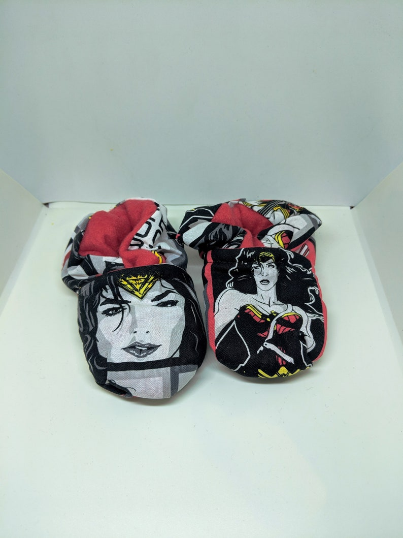 Wonder Woman Baby Booties One Size Fits Most 0-18 months image 0