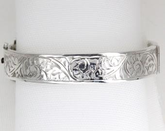 Vintage Sterling Silver Detailed Bangle Chester: 1952