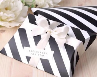 50x Black & White Pillow Paper Boxes with Ribbon   Bomboniere Favour Box   Wedding Baby Shower Party Candy Gift Box Christmas